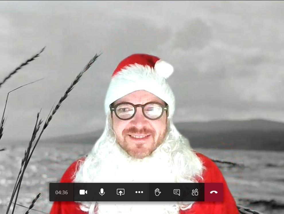 Nedenfor finner du kvasse svar fra Martin Graftås, som er spare- og investeringsøkonom i ODIN, som du kan bruke hvis noen sier du er kjip som gir fond i julegave.